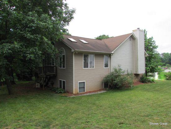 506 N Woods Ct, Salem, VA 24153