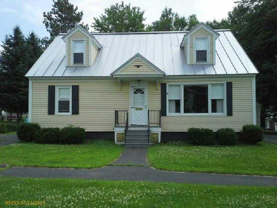 38 Sanger Ave, Waterville, ME 04901