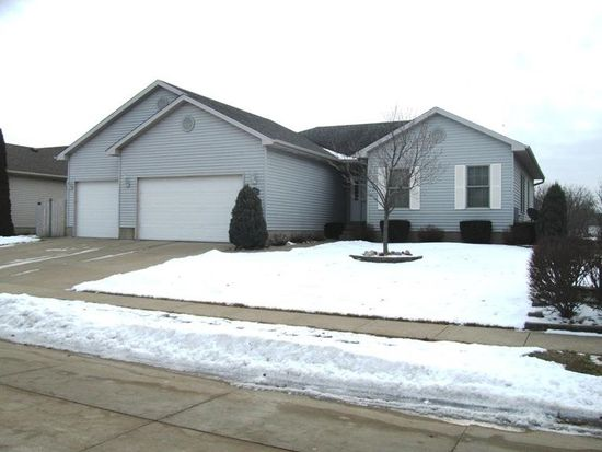 3855 Raleigh Ave, Bettendorf, IA 52722