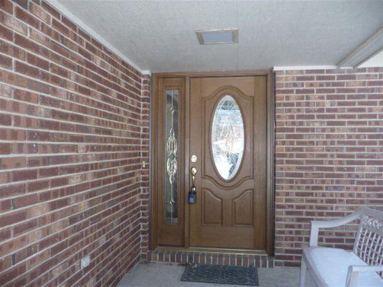 15 Southridge Rd, Terre Haute, IN 47802