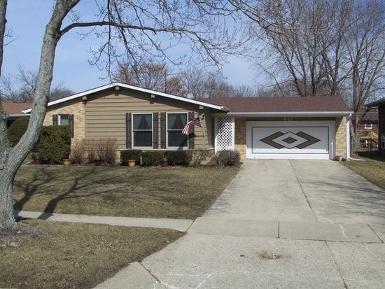 627 S 7th St, West Dundee, IL 60118