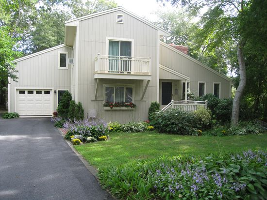 87 Sterling Rd, Hyannis, MA 02601