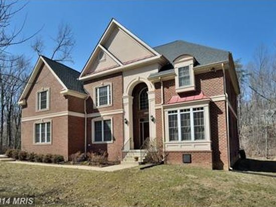 8106 Accotink Dr, Annandale, VA 22003