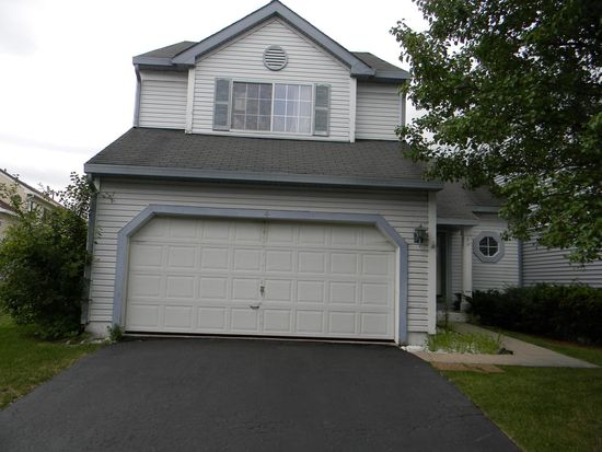 4 Redbud Ct, Lake In The Hills, IL 60156
