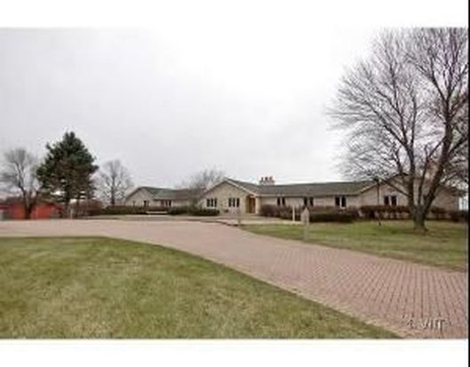 2727 S Justen Rd, Mchenry, IL 60050