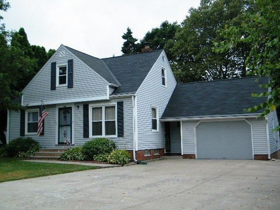 5194 Robinhood Dr, Willoughby, OH 44094