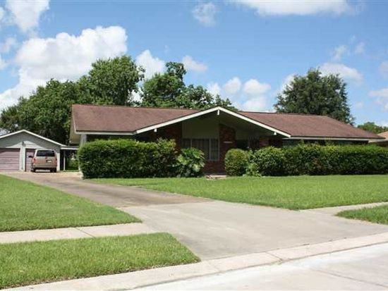 685 Birchwood Dr, Port Neches, TX 77651