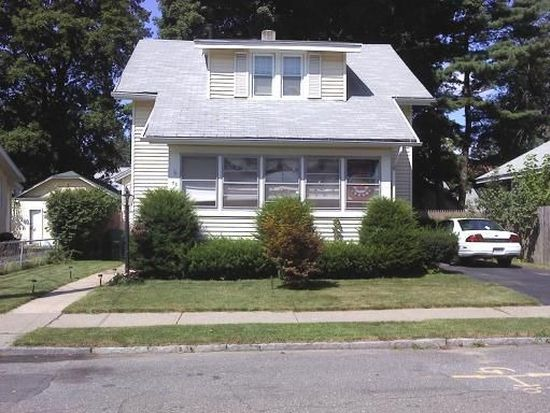 38 Schley St, Springfield, MA 01109