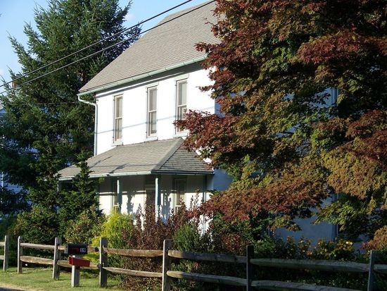 19 Lobachsville Rd, Fleetwood, PA 19522