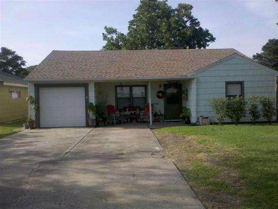 3222 E Parkway St, Groves, TX 77619