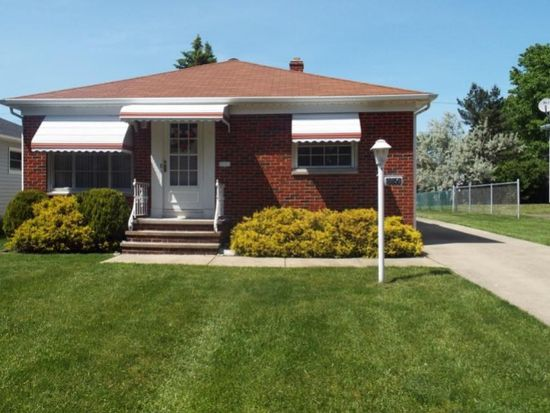 10850 Blossom Ave, Cleveland, OH 44130