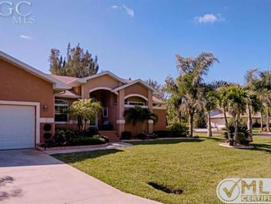 8901 Woodgate Manor Ct, Fort Myers, FL 33908