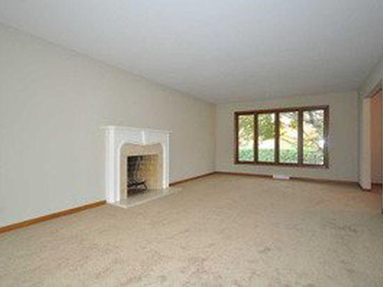 1566 Gamon Rd, Wheaton, IL 60189