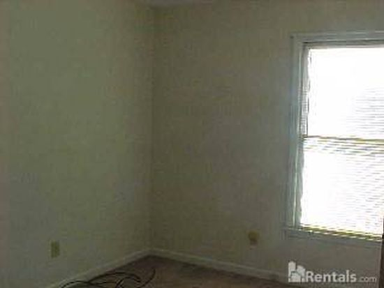 2178 Skyview Dr, Fayetteville, NC 28304