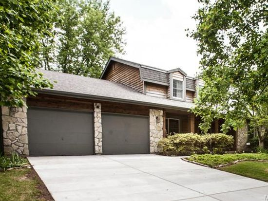 15940 Country Ridge Dr, Chesterfield, MO 63017