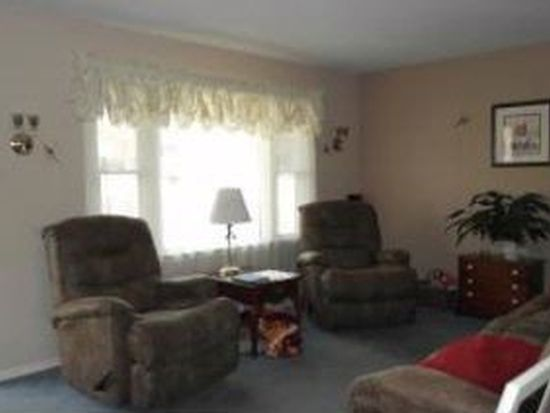 5546 Lamplighter Dr, Roanoke, VA 24019