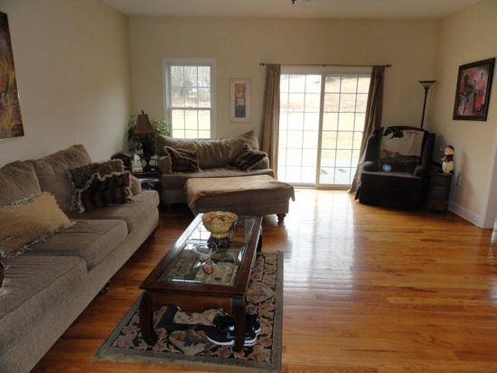 106 Countryside Dr, Marion, VA 24354