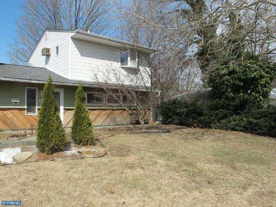 27 Valley Rd, Levittown, PA 19057