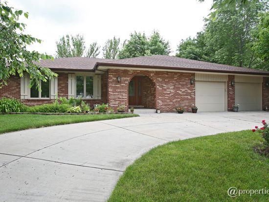 407 Ridgemoor Dr, Willowbrook, IL 60527