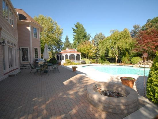 29 Andover Country Club Ln, Andover, MA 01810
