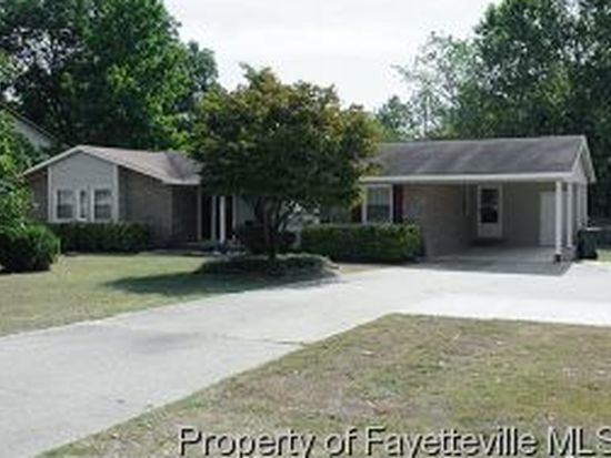 3525 Golfview Rd, Hope Mills, NC 28348