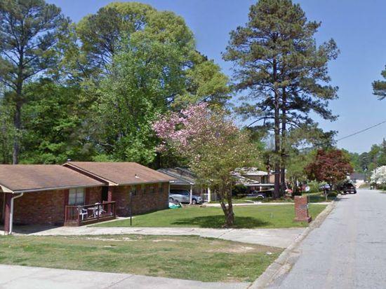 6067 Ledgewood Dr, Forest Park, GA 30297
