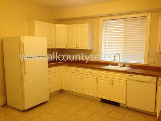 116 Foster St APT 1, Peabody, MA 01960
