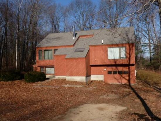 27 Redfield Cir, Derry, NH 03038
