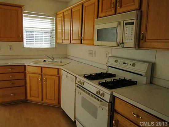 2811 Grosbeak Ln, Charlotte, NC 28269