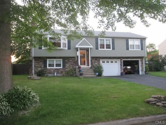 24 Londonderry Ln, Milford, CT 06460