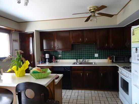 246 Applewood Ln, Bloomingdale, IL 60108