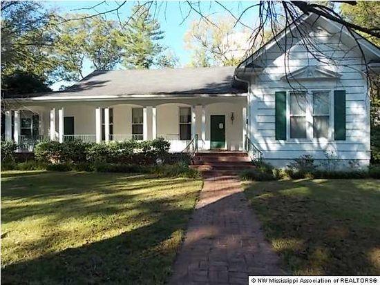 150 N Randolph St, Holly Springs, MS 38635