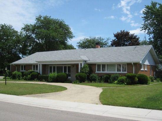 981 N Calumet Ave, Aurora, IL 60506