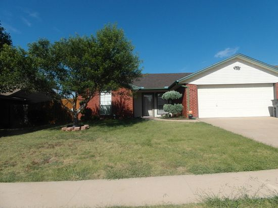205 SE Heather Ln, Lawton, OK 73501