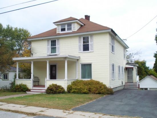 18 Charles St, Claremont, NH 03743