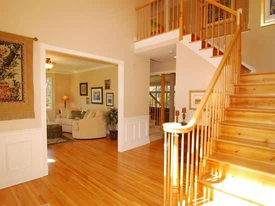 12 Meadowbrook Rd, Chester, NJ 07930