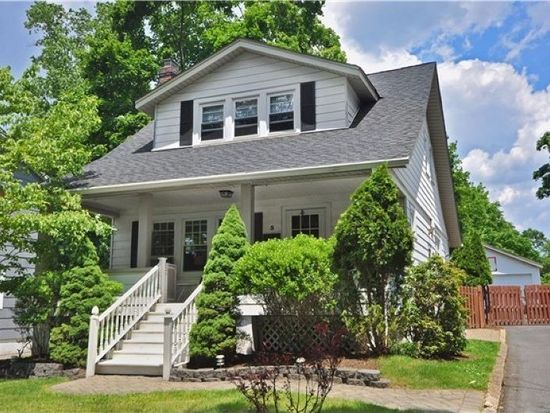 5 Mountain Pl, North Caldwell, NJ 07006