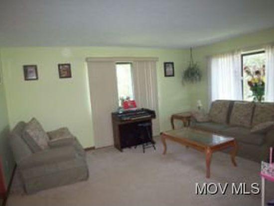 378 Valley Mills Dr, North Parkersburg, WV 26104