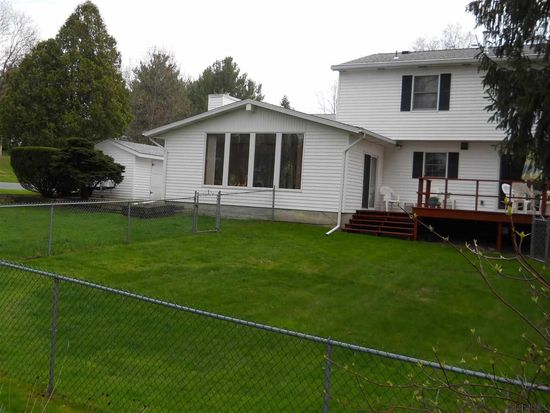 52 Point View Dr, East Greenbush, NY 12061