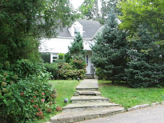 8 Dell Rd, Scarsdale, NY 10583