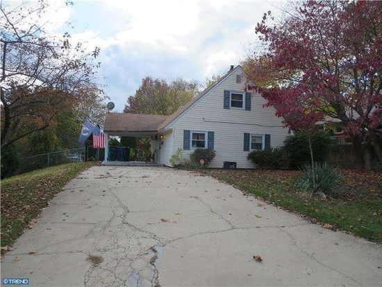 315 Holly Dr, Levittown, PA 19055