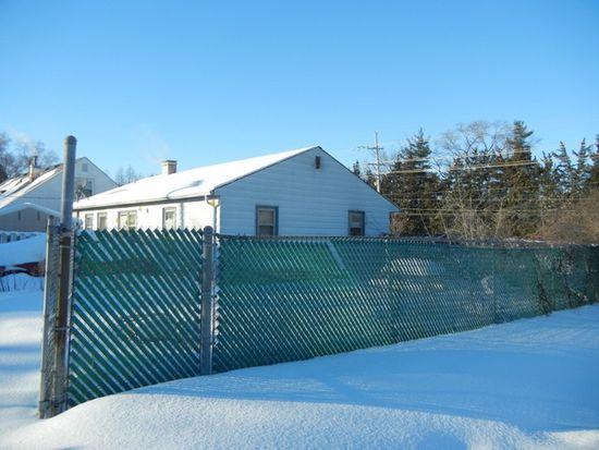 7402 Pingree Rd, Crystal Lake, IL 60014