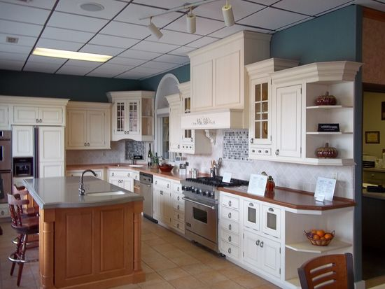 54 Nauset St, New Bedford, MA 02746
