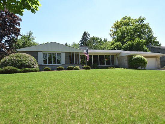 136 Fairway Ln, Wheaton, IL 60189