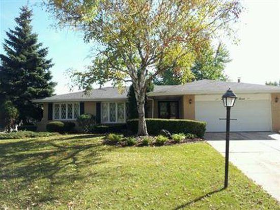 7607 Appletree Ln, Willowbrook, IL 60527