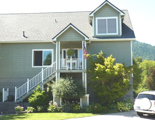 106 Creekview Ln, Rogue River, OR 97537