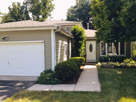 28W625 Ray St, Warrenville, IL 60555