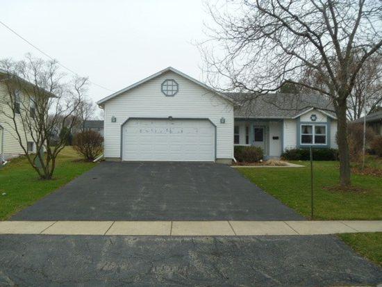 645 Oak St, Woodstock, IL 60098