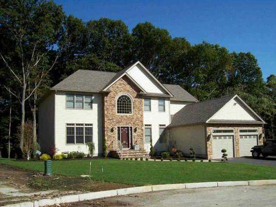 25 E Pine Rd, Cranston, RI 02921