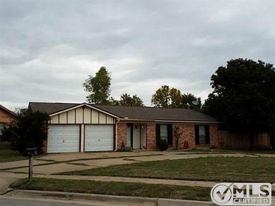 500 NW Jayellen Ave, Burleson, TX 76028